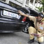 quy định mới cho phép chủ xe ô tô có thể gắn hai biển số xe cùng kích cỡ cho xe